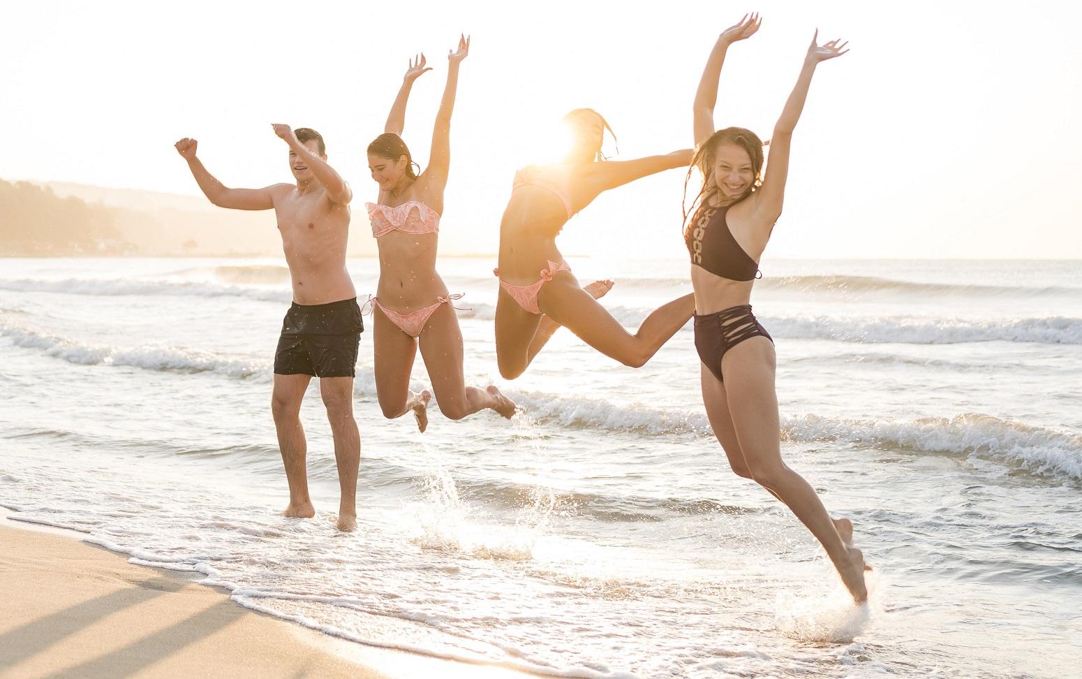 saltando adolescentes gandia vacaciones monoparentales 2021 verano