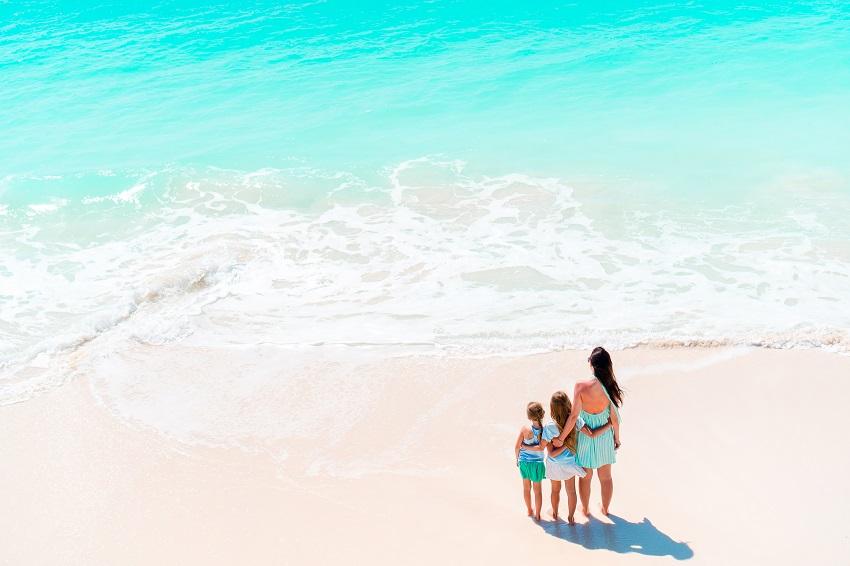 playa monoparental viajes monoparentales 2021