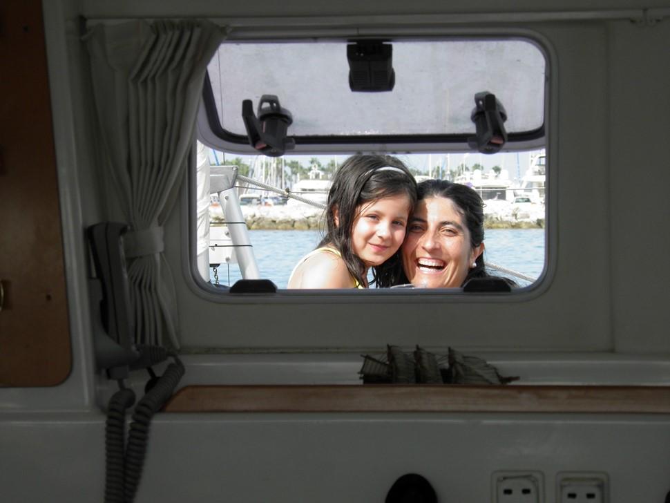 Carmen G Costa del Sol VIP Disfrutando en familia en alta mar Catamaran Dragón de Oro