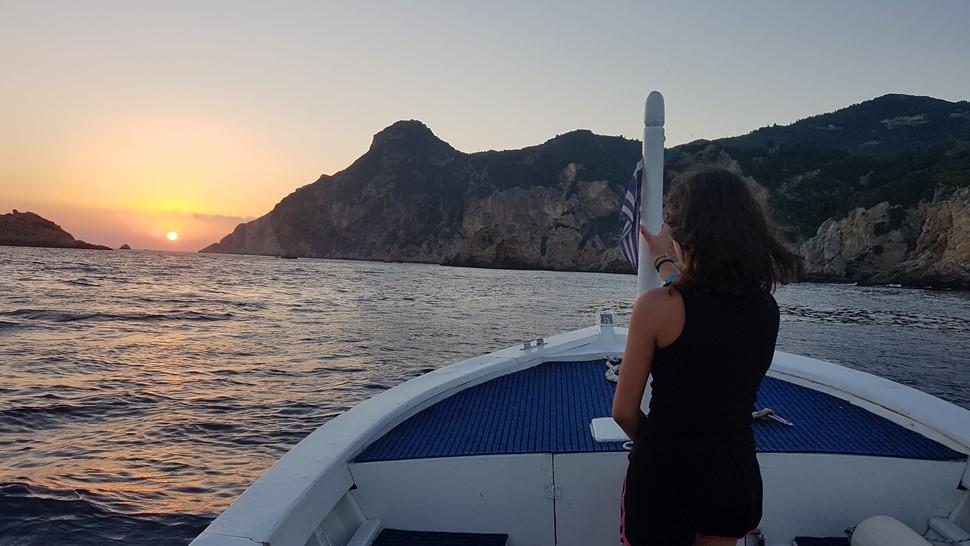Cristina R Corfu la ultima parada de Ulises Lucia despidiendo al sol