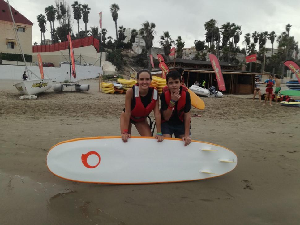 Enric A Generación Z Surf y amistad en playa de San Juan